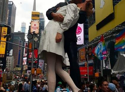 "The famous ""kiss"" in Times Square"